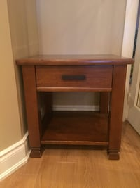 Pottery Barn Side Table  Mississauga, L5W 1E9