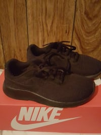 pair of black Nike low-top sneakers with box