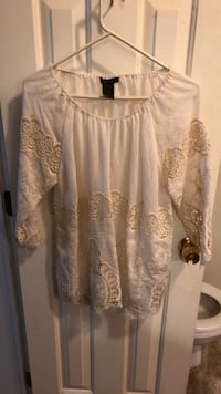 lace off white top  never worn Nashville, 27856