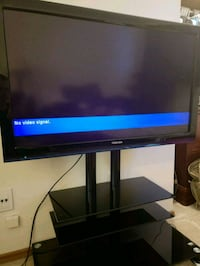Toshiba 42 inch TV with wall mount and stand Calgary, T2L