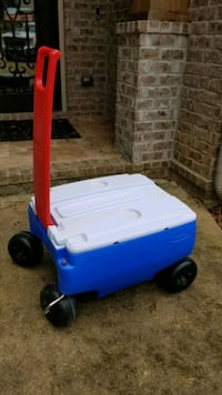 4-wheel ice chest Rubbermaid Anything Goes wagon