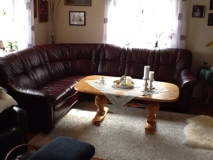 Brunt skinn tufted sectional sofa i roan letgo for Table 6 2 ar 71 32