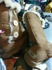 women's chestnut UGG Bailey Button Triplet boots Rome, 30161