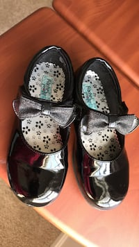 Girls dress shoes in very good condition size 11 1/2 fits (5,6,7 ) Herndon, 20170