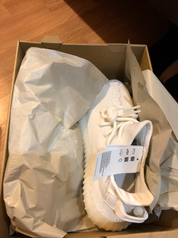 f59496429fc12 Used Yeezy 350 V2 Triple White Size 5 for sale in San Jose - letgo