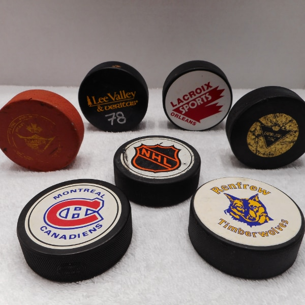 7 Hockey Puck Lot NHL, Canadiens, Timber Wolves, 10oz Trainer etc.. f00d6ac9-a586-4746-8e50-67c6ef511382