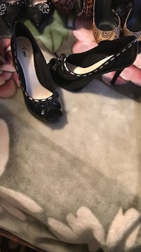 Pair of black leather heeled shoes Ajax, L1T 3L2