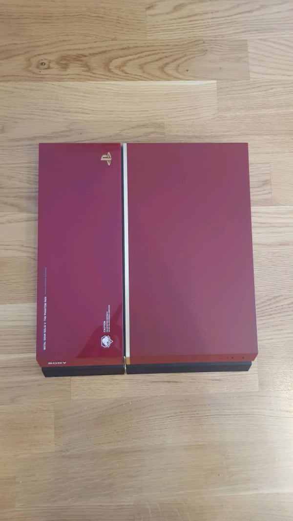 PS4 Playstation MGSV Phantom Pain Edition Red 500 GB 4