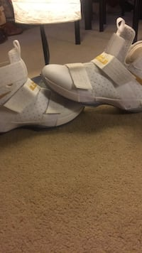 Lebron Solider 10 Gold And White Kitchener, N2P 2T7