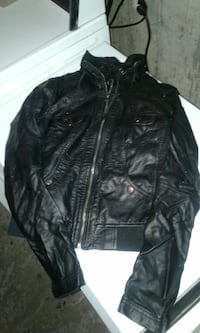 $15 women's coat nothing wrong with it no rips