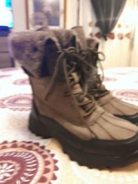 Brand new never been worn size 9 from softmoc wate Toronto, M1H 1R1