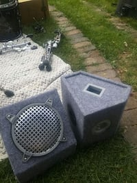 """A pair of 8""""wedge speakers Mississauga, L5B 2G2"""