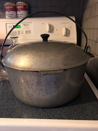 Vintage Pot. Open to trade for possible items if I am interested in something you have. Just ask. Des Moines, 50322
