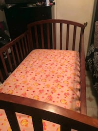 Baby crib that converts into toddler bed  Memphis, 38118