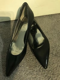 pair of black leather pointed-toe heeled shoes Red Deer, T4P 4C4