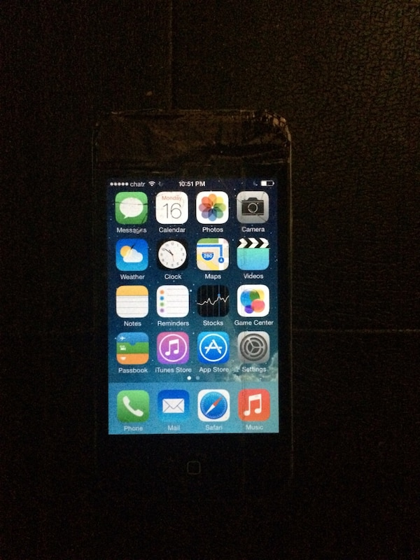 UNLOCKED IPHONE 4s (BROKEN SCREEN)