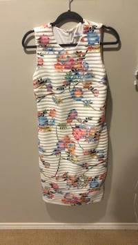 Simon's white floral dress size 6 Edmonton, T6C 1Y2