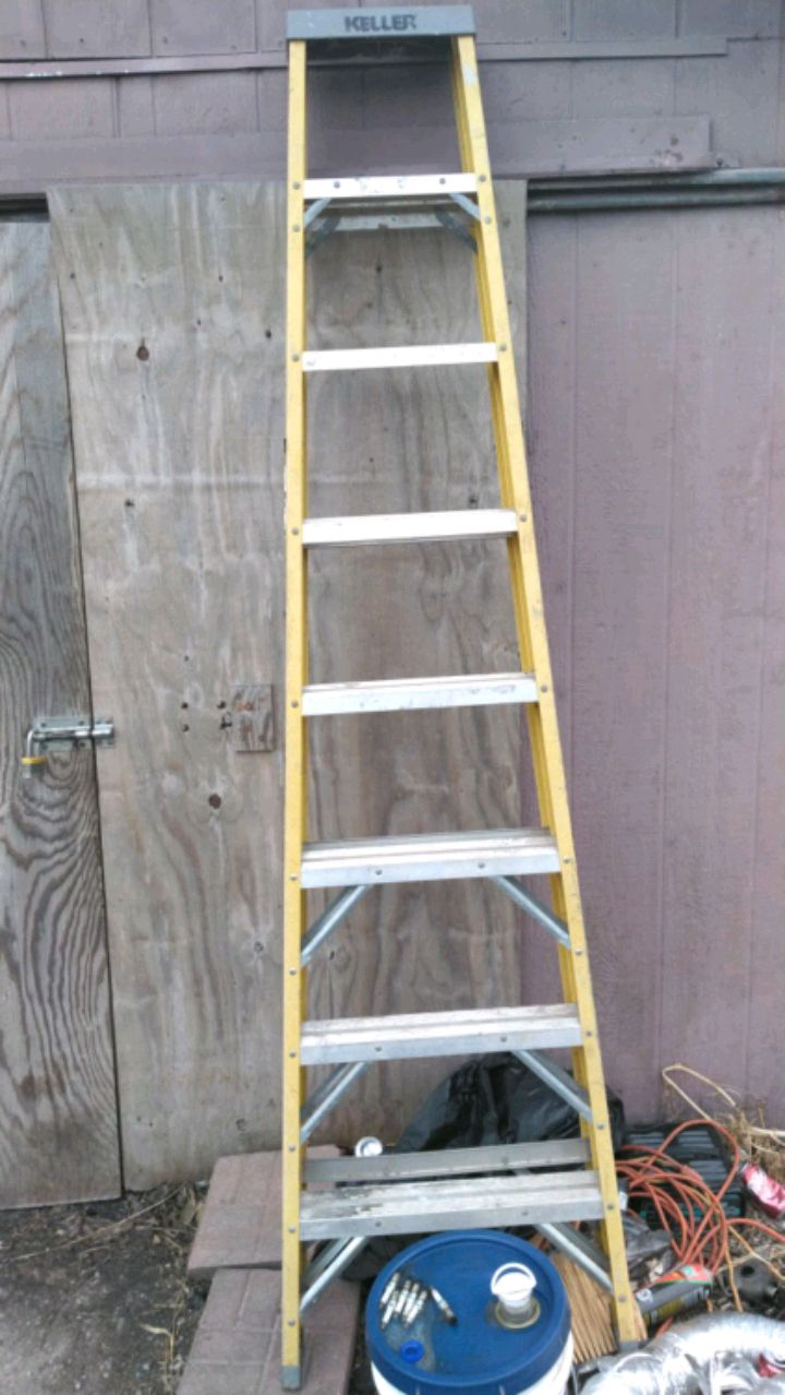 Photo Werner 8 foot 300lb extra capacity ladder