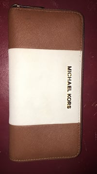 White and brown micheal kors authentic leather wallet  Ottawa, K1N 1E5