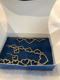 Avon necklace, bracelet, and earring set Hagerstown, 21742