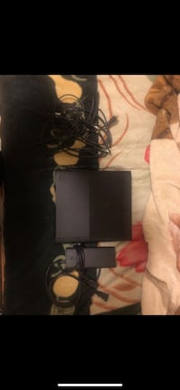 Xbox 360, 250 gbs, comes with 6 games and couple more installed in console Fresno, 93725