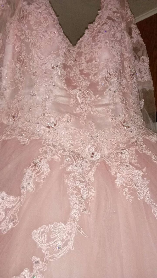 women's white floral wedding gown 85c14977-e08a-4830-aa90-9ace87dc67b8
