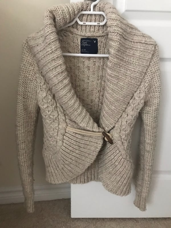 American Eagle knitted sweater ab7ef46f-209f-4fad-84a6-6abbb358d1a9