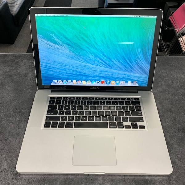 "Late 2008 15"" Apple MacBook Pro SSD See Photos For Specs 60a29cac-7e39-455d-aee1-e600833bb2a0"
