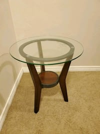 Set of 2 End Tables