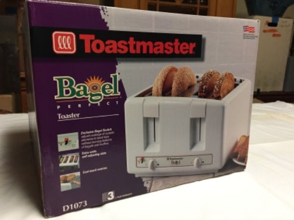Toaster- 4 slot- wide for bagels - like new