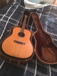 Acoustic guitar Streamwood, 60107