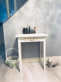 Small white table Chalk paint.  Richmond, V7A 4Y4