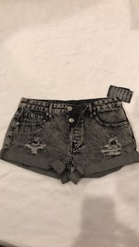 Forever 21 cuffed black distressed denim shorts size 25 brand new Bakersfield, 93301