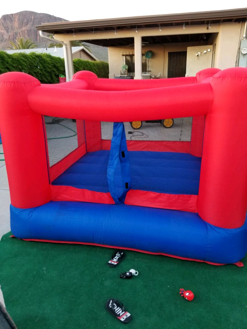Photo Inflatable bouncy house