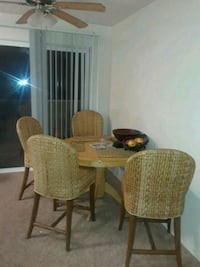 Dinning table and wicker chairs Eugene, 97401