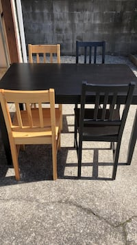 Dining Table w 4 Chairs Burnaby, V5A
