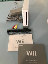 Wii fit console, 3remotes, 2 nunchucks