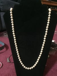 white pearl necklace and bracelet Mississauga, L5N 5P8