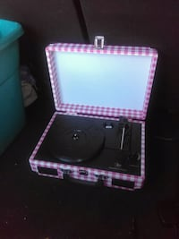 Pink and white portable record player Monroe, 28110