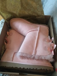 Brand New Pink Metallic UGGs with bailey bow  Leesburg
