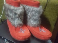 orange-and-gray sheepskin snow boots Calgary, T2E 3J4