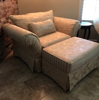 Oversized gold fabric chair with ottoman.  Barely used. chair Stockton, 95215
