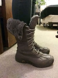 pair of Ugg boots  Minneapolis, 55404