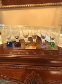 assorted-color clear glass table decor Laval, H7X