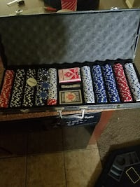 poker chips set. This is a heavy set.