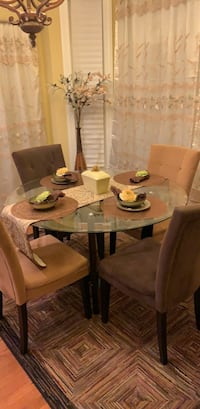 Round glass top table with four chairs dining set Farmington, 06085