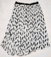 Feather Print Skirt, Size 6 Vancouver, V6B 6N8