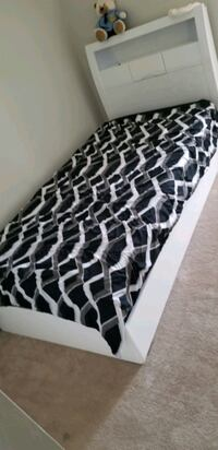Twin bed with headboard and box Brampton, L7A 0R9