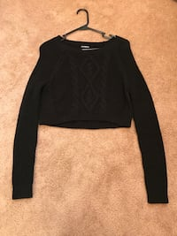 black scoop-neck long-sleeved sweatshirt Virginia Beach, 23452