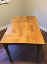 Pine table with 4 chairs Whitchurch-Stouffville, L4A